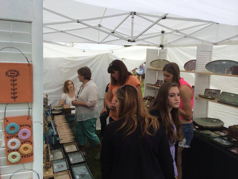 Raffle during arts and crafts fest supports artisan center